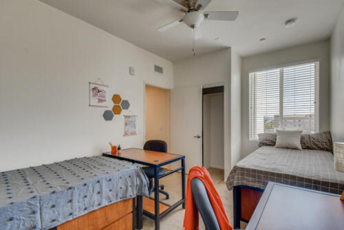 5716 Hardy Ave San Diego CA-large-008-015-Primary Bedroom-1500x1000-72dpi