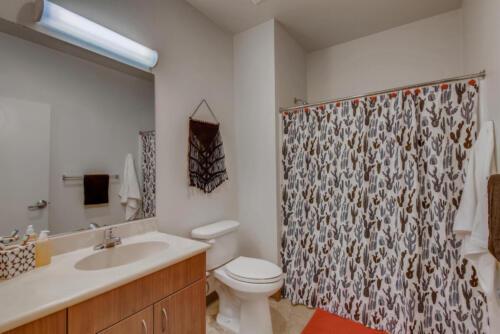 5716 Hardy Ave San Diego CA-large-014-025-Bathroom-1499x1000-72dpi
