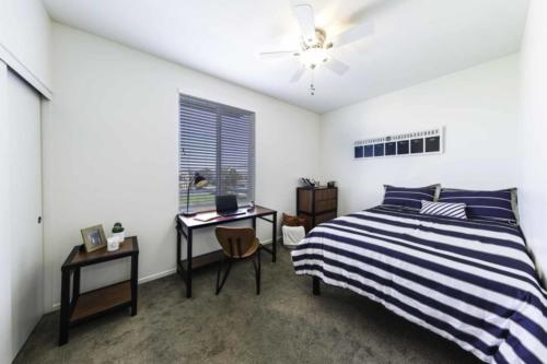 Single room with full bed
